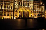 Elkészült az Országház Kossuth tér felőli díszkivilágít
