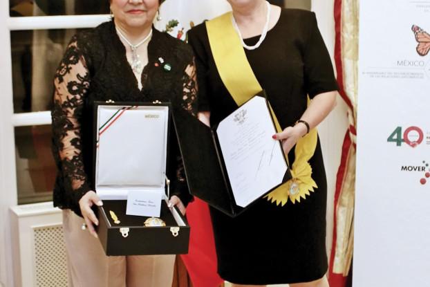 Ambassador Isabel Bárbara Téllez Rosete (left) and Teréz Dehelánné Dörömbözi