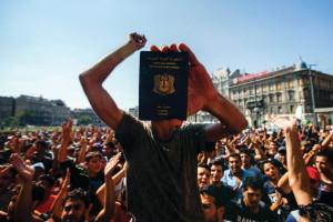 Illegális bevándorlás - Demonstráció a Keleti pályaudvarn