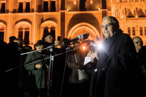 Mécs delivered his full speech at Kossuth tér  in the evening