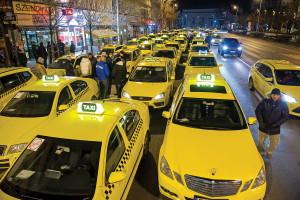 Taxisok demonstrációja az Uber szolgáltatás ellen