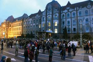 Tüntetés a Teleki Blanka Gimnázium igazgatója mellett