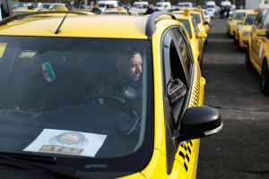 Taxistüntetés - Taxisok demonstrációja az Uber szolgáltatá