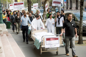 Opposition party Dialoge for Hungary demonstrates for better healthcare conditions