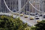 Taxisok tüntetése az Erzsébet hídon