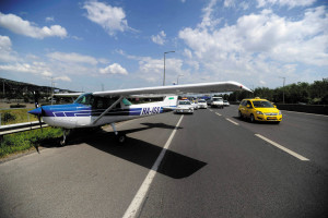 Cessna makes emergency landing on M1-M7 highway