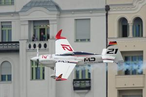 Matthias Dolderer wins Red Bull Air Race Budapest