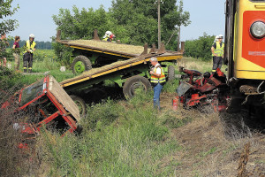 Tractor collides with train in Csongrád County. One fatality