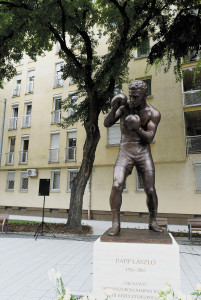 Three-time Olympic champion boxer László Papp's statue unveiled in District XIII