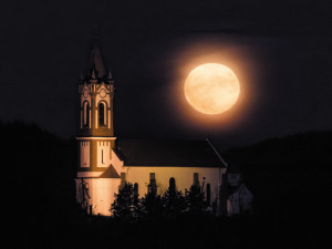 The supermoon – a coincidence of a full moon with the closest approach the Moon makes to the Earth – as seen from Sóshartyán