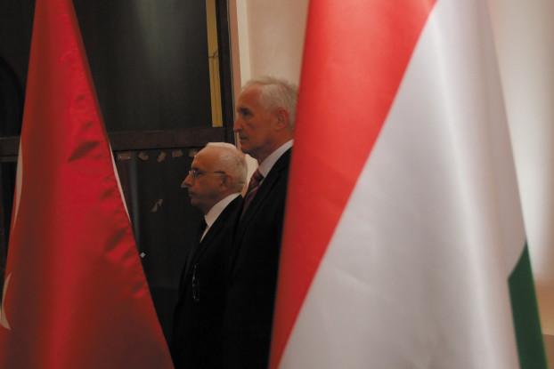 Ambassador Fakılı (rear)