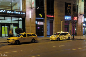 Budapest cab driver embraces the spirit of Christmas (Image: Index)